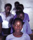 Jente fra skolen i Walukunyu
