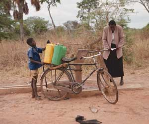 Ved bruk av sykkel kan vannet fra pumpene med letthet fraktes lange distanser
